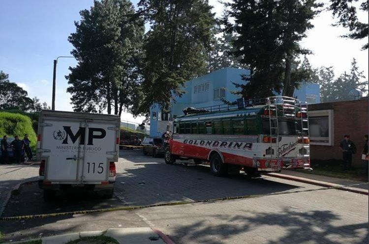 Ataque armado contra un bus en el periférico de Xela enluta a familia este sábado 16 de septiembre. (Foto Prensa Libre: Fred Rivera)