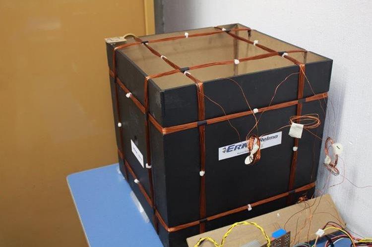 En este espacio se evalúan los efectos del campo magnético. (Foto Prensa Libre, Proyecto CubeSat)