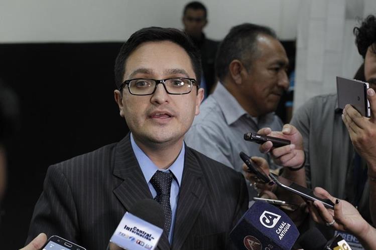 Juan Francisco Sandoval ha seguido de cerca el caso La Línea, considerado emblemático porque le costó el cargo a Otto Pérez y Roxana Baldetti. (Foto Prensa Libre: Hemeroteca PL)