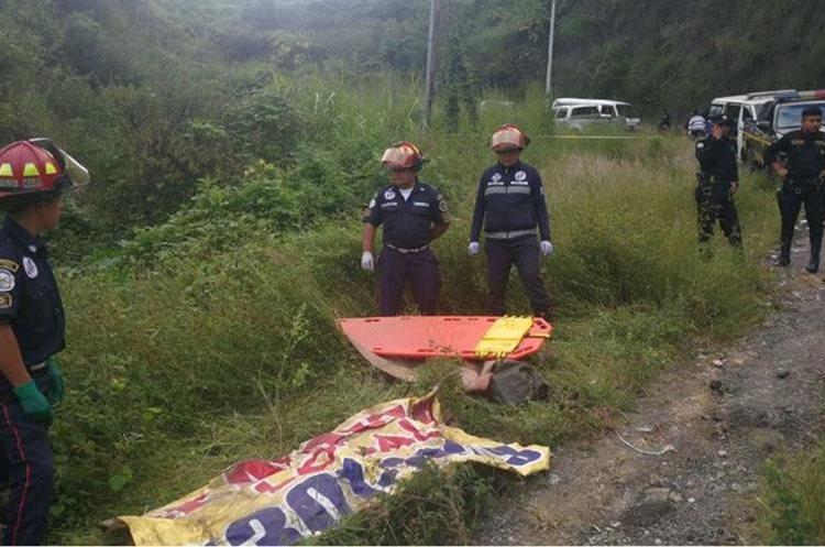 Los cadáveres presentan señales de violencia. (Foto Prensa Libre: Érick Ávila)