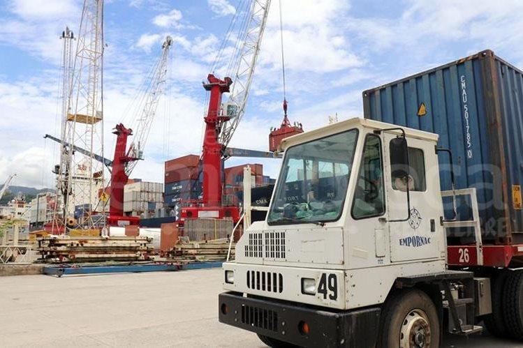 Entre las irregularidades detectadas en los puertos destacan la falta de control de la mercadería, contenedores que llevan drogas y armas. (Foto Prensa Libre: Hemeroteca PL)
