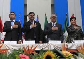 El Himno Nacional es parte de las actividades protocolarias. Diferentes autoridades lo cantan en la presentació—n del octavo informe de labores de la CICIG. (Foto Prensa Libre: Edwin Bercián)