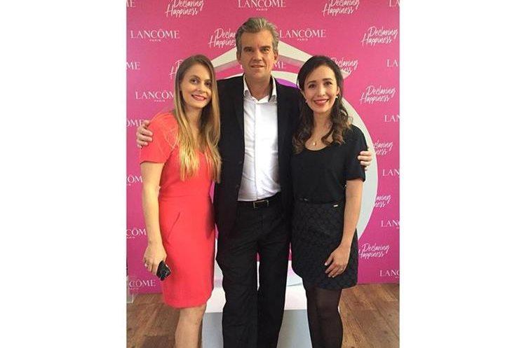 Virguinie Thuiller, gerente de marketing de Lancome; Kay Schnoor, gerente general Fetiche y Jessica Aldana, gerente de marca Lancome.
