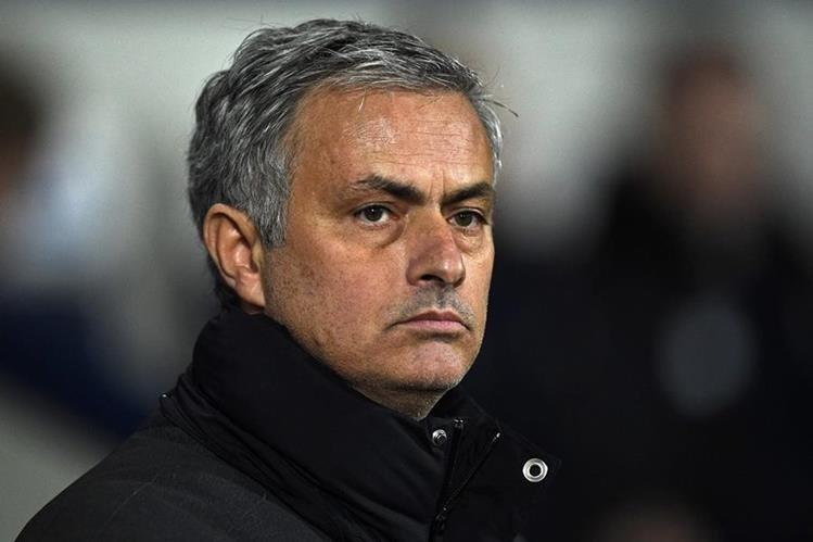Mourinho quiere seguir al mando del United en la Premier League. (Foto Prensa Libre: Hemeroteca PL)