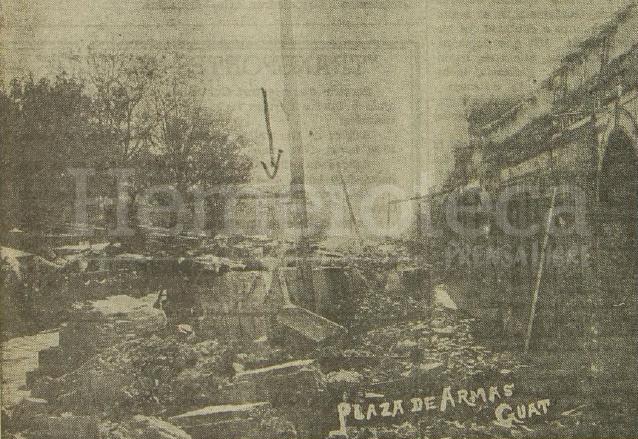Las arcadas del Portal de Comercio quedaron destruidas. A la izquierda la Plaza d Armas, donde acamparon cintos de familia, al fondo el Colegio de Infantes, costado de la Catedral. (Foto: Hemeroteca PL)