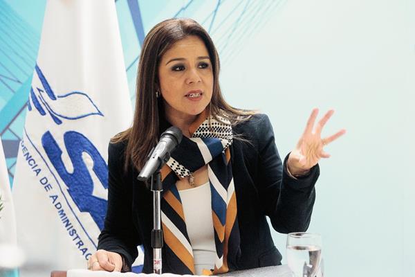 Claudia Méndez deja el cargo de intendente de Aduanas.