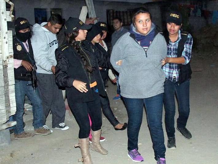 Salvadoreños son integrantes de la banda Los Llanteros. (Foto Prensa Libre: PNC)