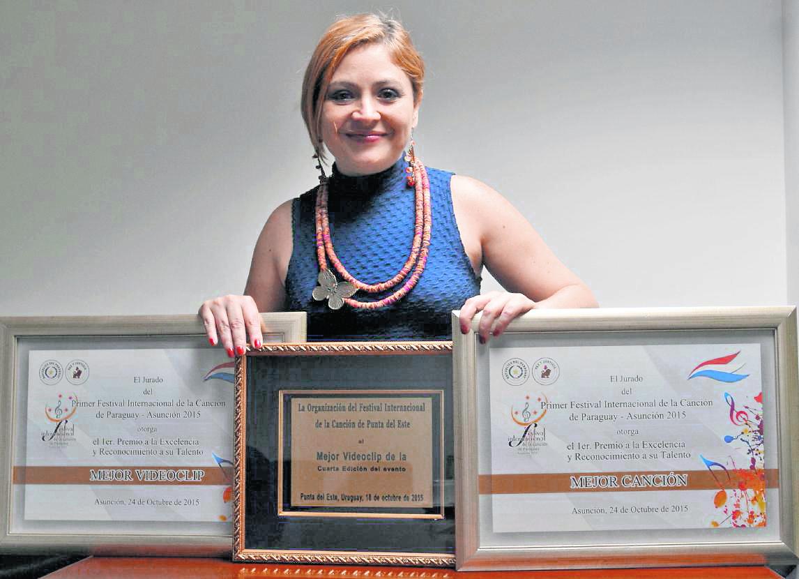 Magda Angélica ganó tres galardones con su canción Abuela sangre, y el videoclip que fue producido por Brenda Cervantes. (Foto Prensa Libre: Ana Lucía Ola).