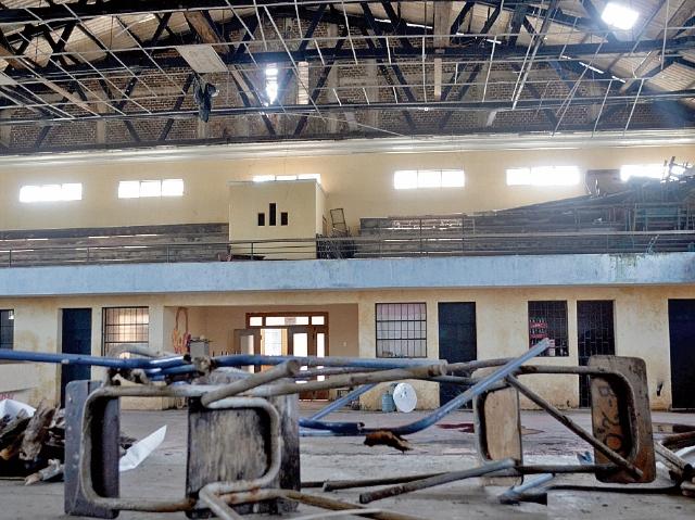El salón de usos múltiples de la Escuela Tipo Federación de Retalhuleu presenta daños. (Foto Prensa Libre: Jorge Tizol)