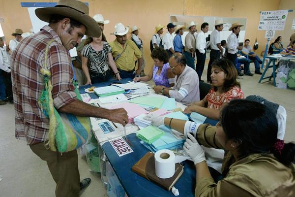 Las votaciones en el extranjero depende del Congreso, aseguró la Cancillería. (Foto Prensa Libre: Hemeroteca PL).