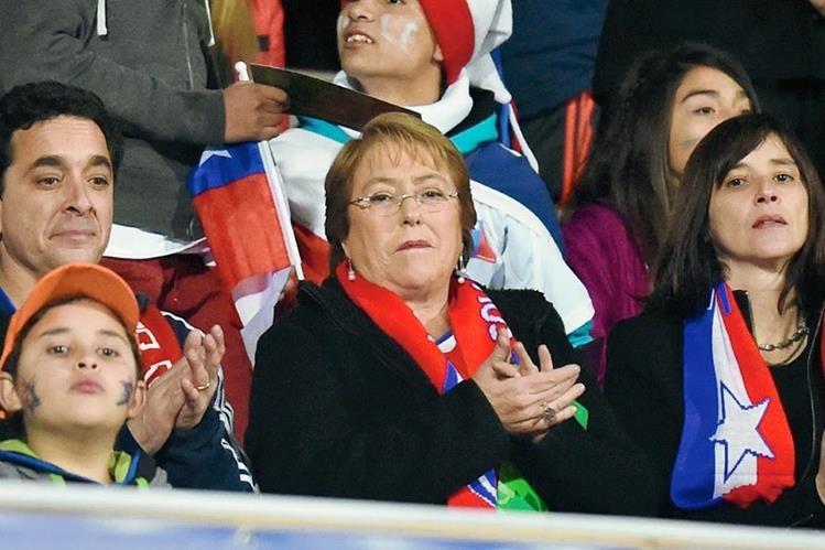 Michelle Bachelet enfrenta en los últimos días duras críticas hacia la reforma educativa. (Foto Prensa Libre: AFP).