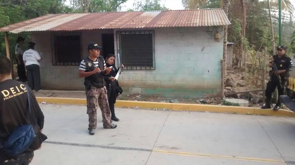 Las autorides han preparado dos anillos de seguridad para evitar el ingreso de pandilleros. (Foto Prensa Libre: PNC)