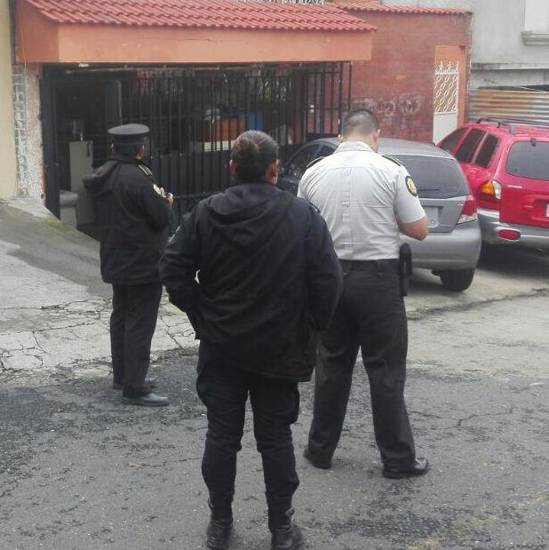Allanamiento realizado en colonia Atlántida, zona 18. (Foto Prensa Libre: PNC)