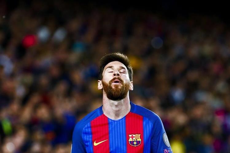 El argentino Lionel Messi está en problemas, dentro y fuera de la cancha. (Foto Prensa Libre: EFE)