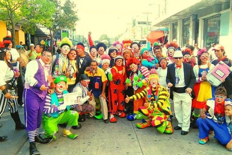 Aproximadamente un centenar de payasos participaron en Guatemala en la Feria de la Risa. (Foto Prensa Libre: Byron Dardón)