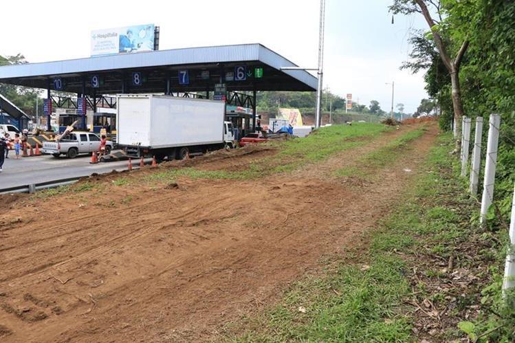 El nuevo sistema de cobro que se instalará en el carril exprés busca agilizar el paso por la autopista Palín-Escuintla. (Foto Prensa Libre: Enrique Paredes)