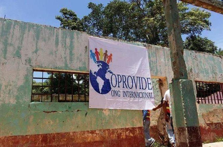 La oenegé Oprovide debió haber construido la escuela pero al parecer no existe. (Foto Prensa Libre: Hugo Oliva)