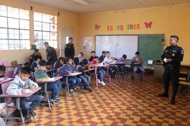 Menores aprenden para ser mejores ciudadanos. (Foto Prensa Libre: Whitmer Barrera).
