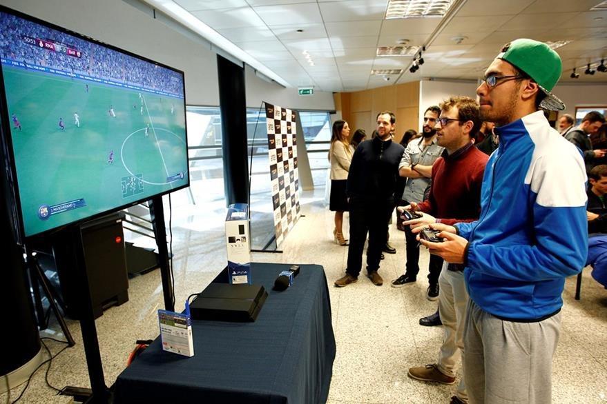 El estudio constató que jugar nueve horas o más a la semana se asocia a la presencia de problemas de conducta. (Foto Prensa Libre: Hemeroteca PL)