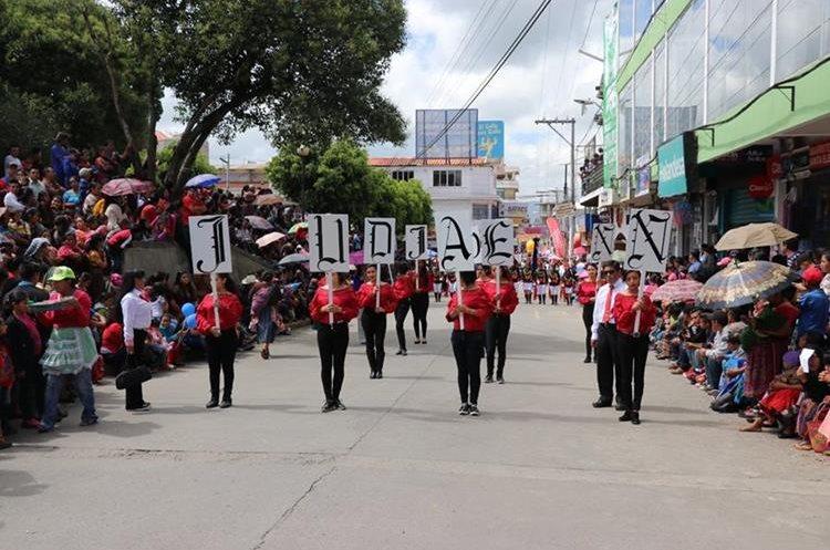 El objetivo de suspender del desfile es para resguardar la integridad de los estudiantes en Santa Cruz del Quiché. (Foto Prensa Libre: Héctor Cordero).
