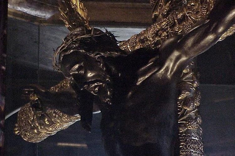 El Cristo Negro de Esquipulas lo venera el pueblo católico cada 15 de enero. (Foto Prensa Libre: Hemeroteca PL)
