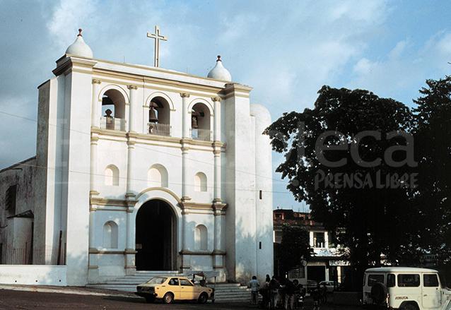 La Iglesia de Mazatenango fue construida en el siglo XX y tiene varios elementos de diferentes estilos arquitectónicos. (Foto: Hemeroteca PL)