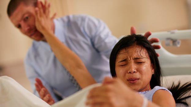 Las imágenes de partos dolorosos que se ven en las películas pueden ser las causantes de que algunas mujeres desarrollen esta fobia. LAFLOR