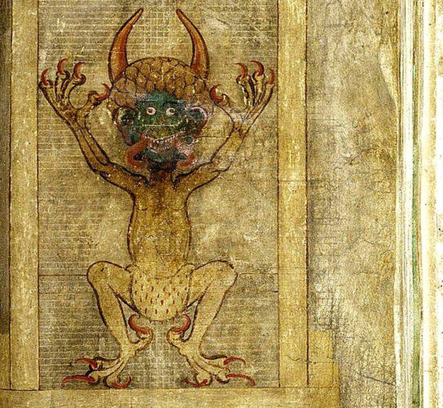 Aparece desnudo, con sólo un taparrabos de armiño. El armiño era asociado con la realeza así que aquí enfatiza su posición como príncipe de las tinieblas. PER B. ADOLPHSON/BIBLIOTECA NACIONAL DE SUECIA