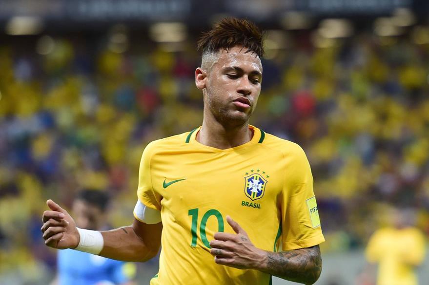 Neymar es baja en Brasil por acumulación de tarjetas amarillas al igual que el defensa David Luiz. (Foto Prensa Libre: AFP)
