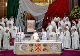 El papa Francisco, durante la celebración de la misa en la Basílica de Guadalupe.(Foto Prensa Libre: AFP).