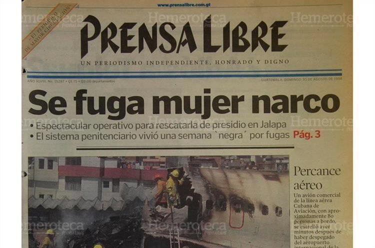 María Elena Galicia López fue rescatada de la prisión de mujeres de la cabecera departamental de Jalapa, sindicada del delito de narcotráfico. 30/08/1998. (Foto: Hemeroteca PL)