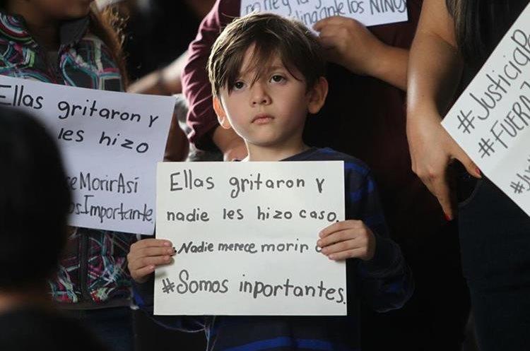 Menores también manifestaron repudio