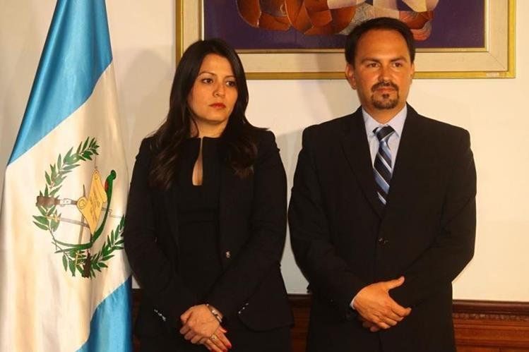 Los nuevos gobernadores, Vanessa Marín de Suchitepéquez y Alfonso Villagrán de San Marcos. (Foto Prensa Libre: Álvaro Interiano)