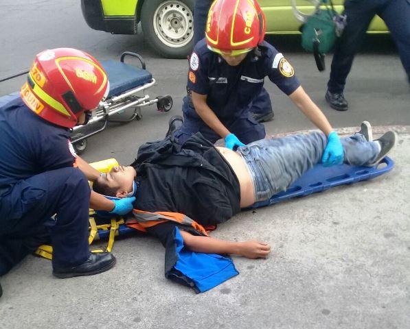 El supuesto asaltante herido fue trasladado al Hospital Roosevelt. (Foto Prensa Libre: CBM)