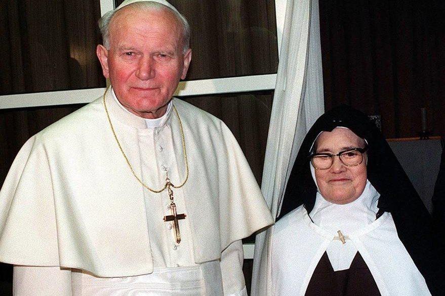 El 13 de mayo de 1991 el Papa Juan Pablo II se reunió con la vidente Lucía en Fátima, Portugal. (Foto: Hemeroteca PL)