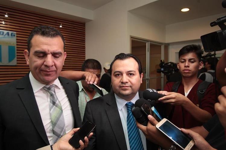 Stuardo Ralón, integrante del Comité de Regularización de la Fedefut, ofrece declaraciones en las instalaciones de Cdag. (Foto Prensa Libre: Norvin Mendoza).