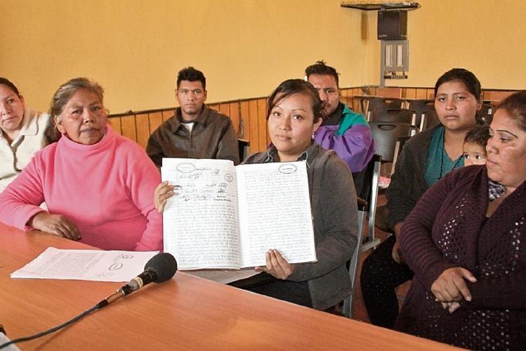 Grupos de  mujeres de Cuilco, Huehuetenango, denuncian maltrato. Inserto, alcalde  Delmar Gálvez.