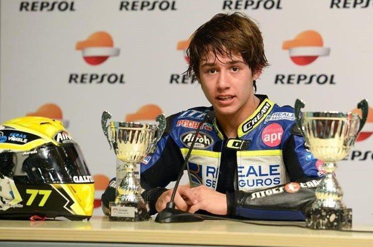 El fallecimiento del joven piloto de 14 años conmocionó al mundo de la motovelocidad. (Foto Prensa Libre: Twitter)