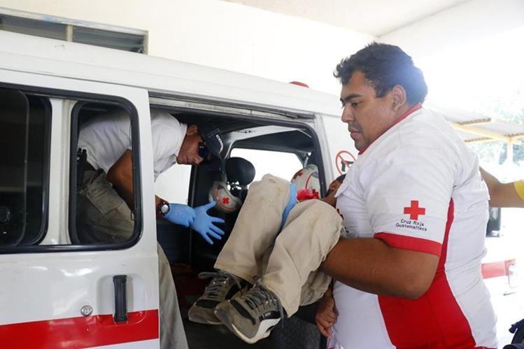 El menor víctima de acoso escolar fue llevado al Hospital Nacional de Retalhuleu. (Foto Prensa Libre: Rolando Miranda)