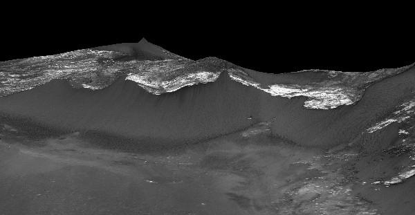 La naza muestra rayas oscuras que fluyen cuesta abajo en pendientes marcianas.