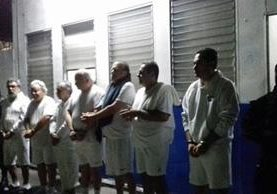 """Antonio Saca (2 der) y seis colaboradores fueron enviados a la cárcel """"La Esperanza"""". (Foto: PNC El Salvador)"""