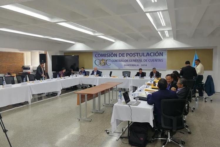 Comisión de Postulación recibe informes de instituciones del Estado sobre candidatos a contralor general de Cuentas. (Foto Prensa Libre: Manuel Hernández)