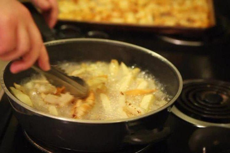 El aceite después de ser utilizado para la cocina, se puede usar para crear biodiésel. (Foto Prensa Libre: footage.framepool.com)