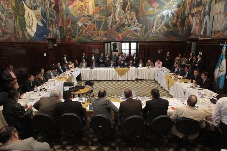 Congresistas analizan la posibilidad de integrar una agrupación parlamentaria que impulse iniciativas de interés popular. (Foto Prensa Libre: Hemeroteca PL)