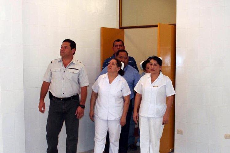 Mario Barrios inauguró una sala de urgencias en hospital y prometió equipo, pero no ha cumplido. (Foto Prensa Libre: Hugo Oliva)