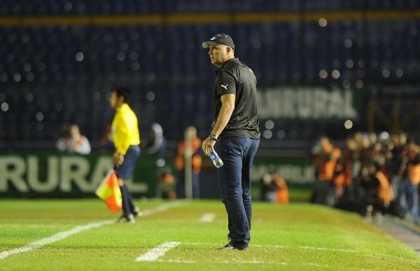 El técnico argentino Iván Franco Sopegno dirigió su último clásico, el 280, el 19 de mayo del 2014. (Foto Prensa Libre: Hemeroteca PL)