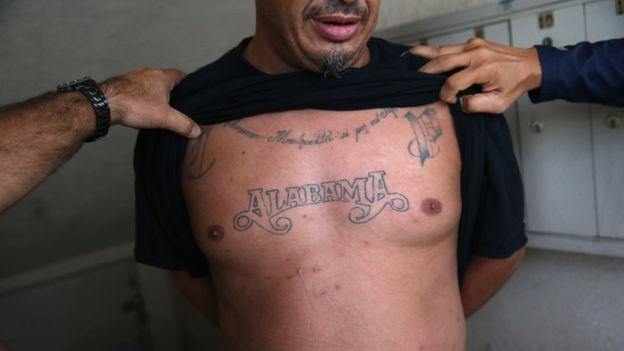 Los tatuajes pueden ofrecer información sobre la banda a la que se pertenece. GETTY IMAGES
