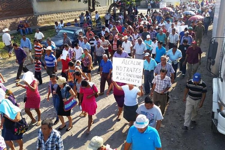 Manifestación de pobladores en el área urbana de Coatepeque. (Foto Prensa Libre: Alexánder Coyoy).
