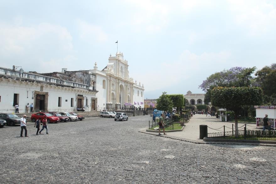 El parque central de la Antigua Guatemala. (Foto Prensa Libre: Miguel López)