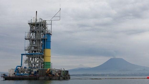 El gas metano de este lago puede alumbrar la vida de los habitantes de la zona de Ruanda donde se encuentra.  (Foto Prensa Libre: Getty Images)